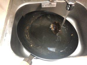 リバーライト 炒め鍋 洗い中